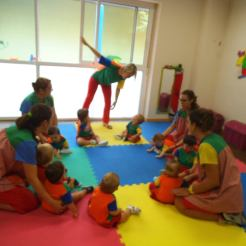 """Projecto musical Centro infantil """"Trazos y rayajos"""", segun la Music Learning Theory"""